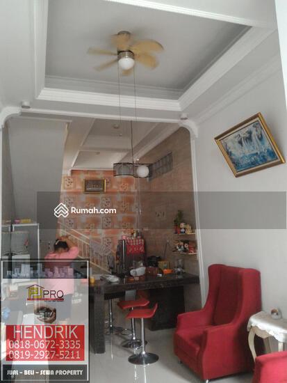 dijual rumah villa  81394472