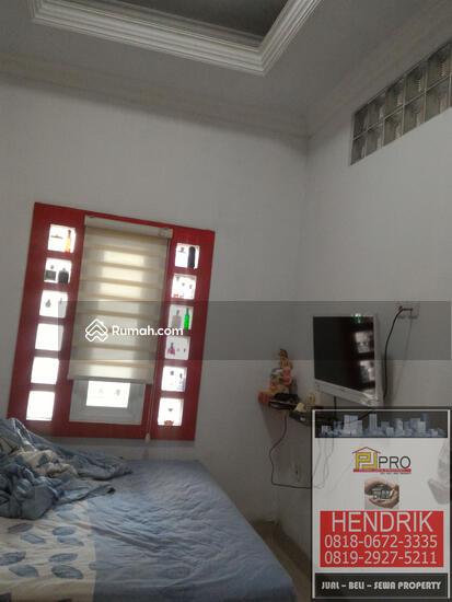 dijual rumah villa  81394487