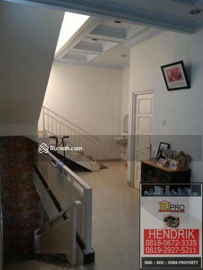 dijual rumah villa  81394553