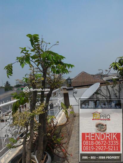 dijual rumah villa  81394589