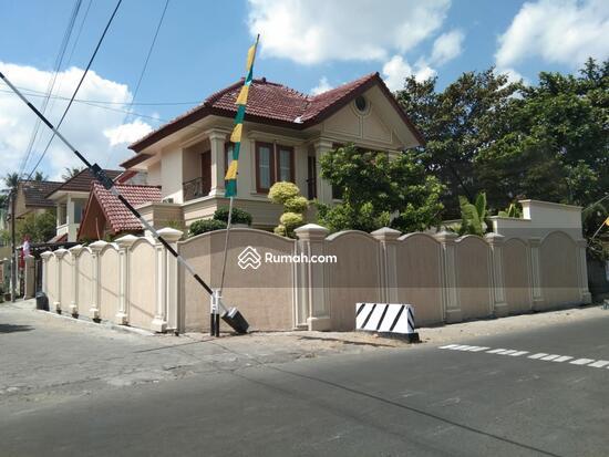 Rumah MEWAH ISTIMEWA Plus KOLAM RENANG Dekat MIROTA Godean  91277718