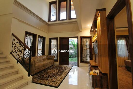 Rumah MEWAH ISTIMEWA Plus KOLAM RENANG Dekat MIROTA Godean  91277719
