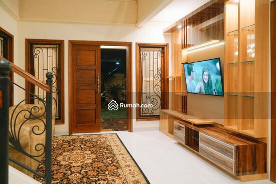 Rumah MEWAH ISTIMEWA Plus KOLAM RENANG Dekat MIROTA Godean  91277741