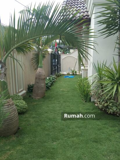 Rumah MEWAH ISTIMEWA Plus KOLAM RENANG Dekat MIROTA Godean  91277744