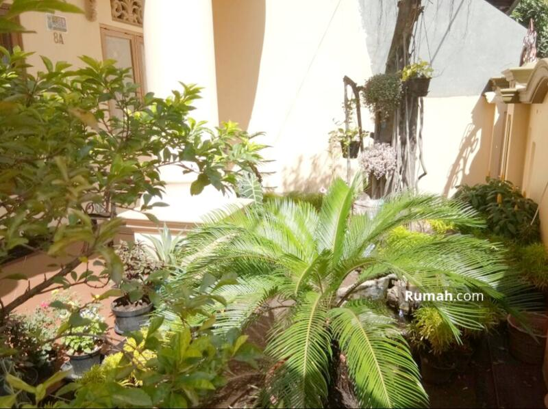 Rumah 2 Lantai Pinggir Jalan Utama Komplek di Jatiasih #106514249
