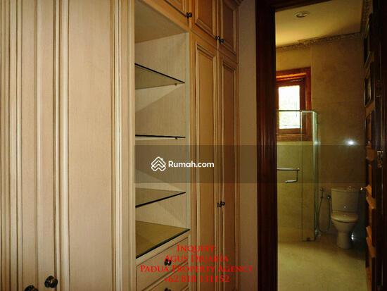 Rumah Mewah di Bukit Golf, Pondok Indah Walk-in Closet 8395871