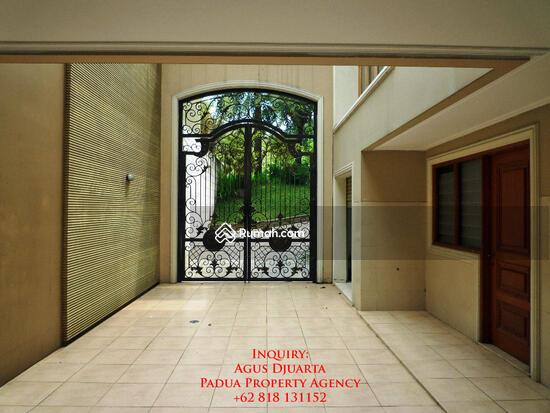 Rumah Mewah di Bukit Golf, Pondok Indah Pintu Masuk ke Basement dan Ruang Supir 8395898