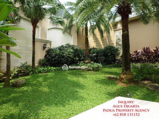 Rumah Mewah di Bukit Golf, Pondok Indah Taman di Sudut Belakang 8395907