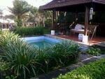 MURAH. .! ! di Jual Rumah ada kolam Renang. tanahnya Luas di blkg ada rumah gaya Bali Lb 200m