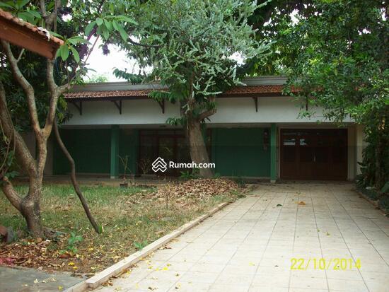 Cipete: Rumah dgn halaman luas & ada pool. DIJUAL-081288328234 21947585
