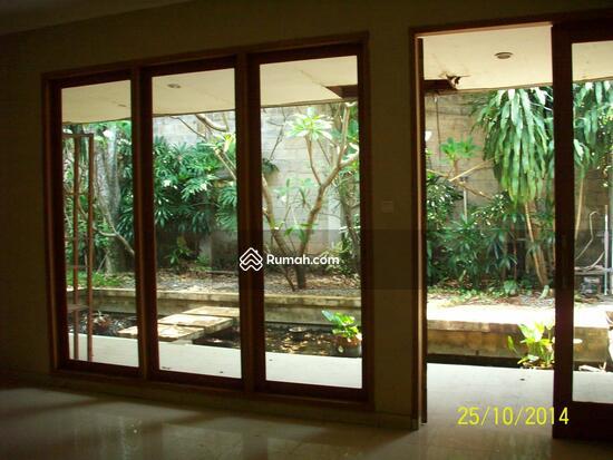 Cipete: Rumah dgn halaman luas & ada pool. DIJUAL-081288328234 21947819