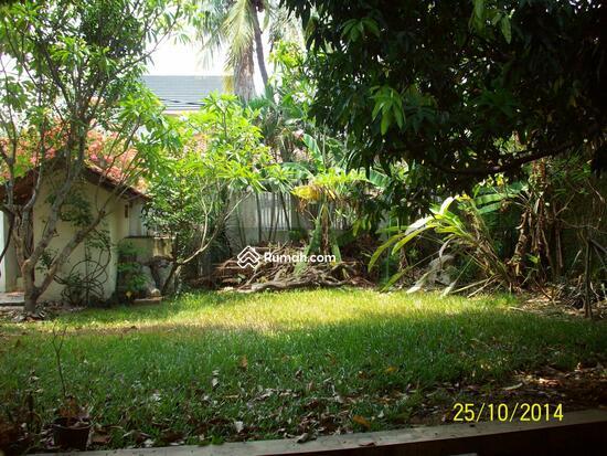 Cipete: Rumah dgn halaman luas & ada pool. DIJUAL-081288328234 21948251